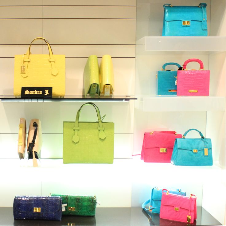 Which color do you like most? #bags #Fashion #ladies #collections #etreluxurydepartmentstore #Jeddah #Riyadh #alkhobar