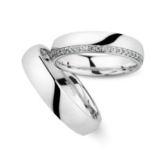 Trauringe Herrenring: Weißgold, Breite 5,0 mm Trauringe Damenring: Weißgold, Breite 5,0 mm, 48 Brillanten 0,35 ct. www.marrying.at