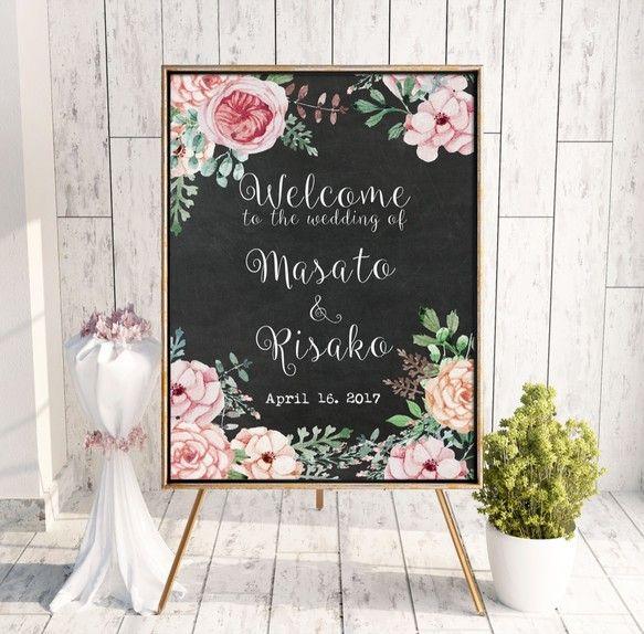 メッセージ内容やフォント・色などを自由にカスタムすることが可能なので結婚式のウェルカムボードとしてだけではなくお部屋のインテリアやお店のサイン、プレゼントにもどうぞ。Creemaで出品されているウェルカムボードは家庭用プリンターを使用し印刷したウェルカムボードが多い中、当ストアは全て印刷会社での印刷・発送を行うためクオリティの高い商品となっています:) !!!▼サイズと納期について送料選択時にサイズ/納期/印刷方法をお選びください。<パネル印刷の場合>A2/B3/A3/B4/A4/B5/A5(大きい順)厚さ7mmのスチレンパネルに余白無しで印刷するためパネル印刷がおすすめ!額縁が必要なくイーゼルや額縁にそのまま立てかけられます。パネル印刷ご希望でお急ぎ作成希望の場合は別途下記金額が必要となります。3週間納期:500円2週間納期:1,000円1週間納期:1,500円下記オプションを一緒にご購入ください。http://www.creema.jp/exhibits/show/id/1543242※ウェルカムボードの配送方法は「パネル印刷」を選択してください。例) A4パネル…