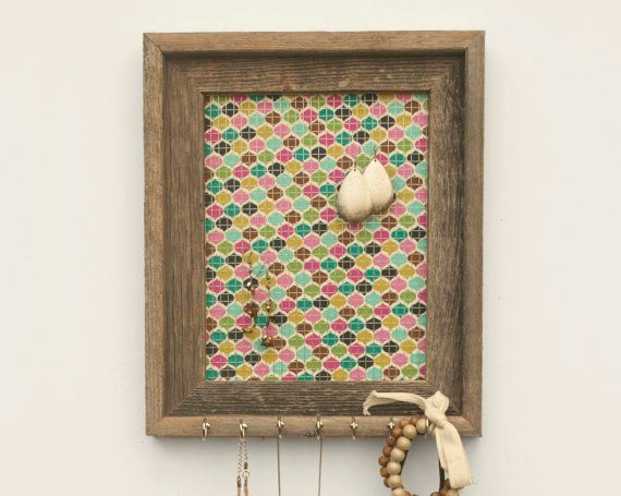 Jewelry holder. Simple, yet adorable: Peacock Jewelry, Chicken Wire, Pretty Peacock, Fabrics, W Metals Wire, Jewelry Holders, Frames W Metals, Holders Multicolored, Earrings