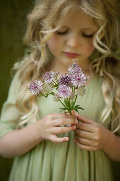Atunci cand simti ca ai de daruit oamenilor ceva dăruirea devine propria ta fericire  Un izvor nesecat de dăruire ganduri bune Lumina si culoare care trec prin tine clipa de clipa si te fac sa renaști in fiecare zi din nou  Si renasti zi de zi mai bun si mai frumos  Cine ar putea opri dăruirea ta către oameni către sufletele care sunt atat de dornice de a primi ceva frumos si de a fi fericiti?  Doar Dumnezeu dar EL te-a trimis AICI tocmai pentru a darui si pentru a fi fericit DARUIND  Seară…