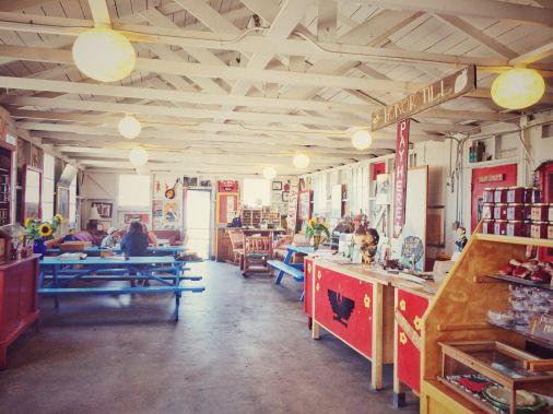 """Tienda de la #SwantonBerryFarm. Descubre la bella experiencia de #recolectar #fresas en #California #EstadosUnidos en nuestro #post """"Campos de fresas y #Highway1 California, nada parece real"""" #BerryPicking #Strawberry #Blog #Viajes #travel"""