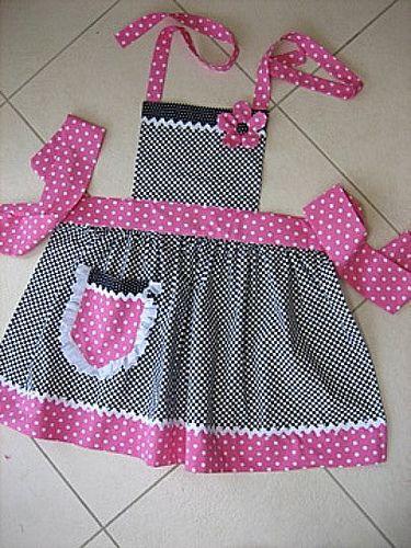 Child | Flickr - Photo Sharing! Amei esse avental... Hoje vi um tecido com docinhos na estampa.