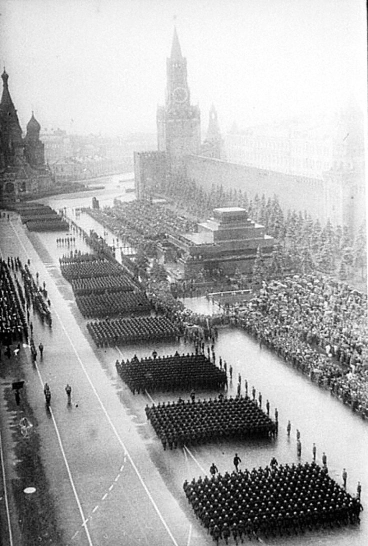"""""""Victory parade"""" 24ijunja 1945. Moscow. The Soviet Union. General view of red square during the passage of the troops"""