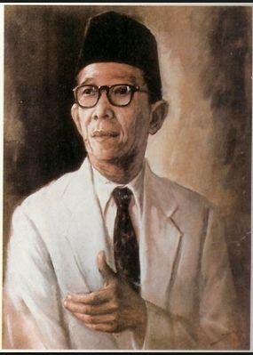 Biografi Singkat Ki Hajar Dewantara Dalam Bahasa Inggris Dan Artinya - http://www.ilmubahasainggris.com/biografi-singkat-ki-hajar-dewantara-dalam-bahasa-inggris-dan-artinya/