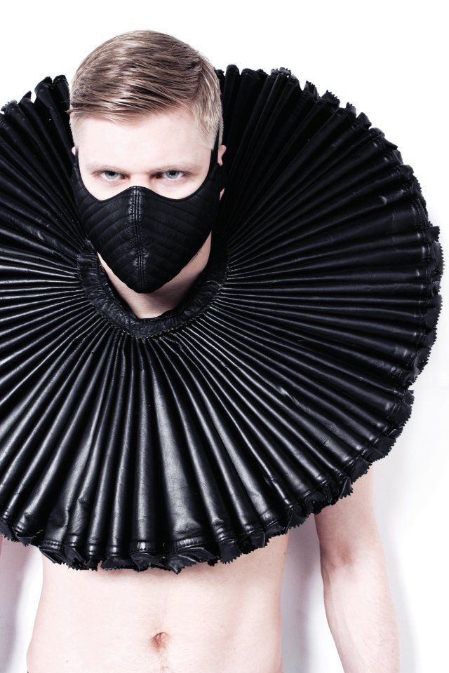 fetiche: Inspiration, All Black, Black Leather, Masks, Fetish Fashion, Fashion Photography, Ruffles Collars, Male Models, Haute Couture
