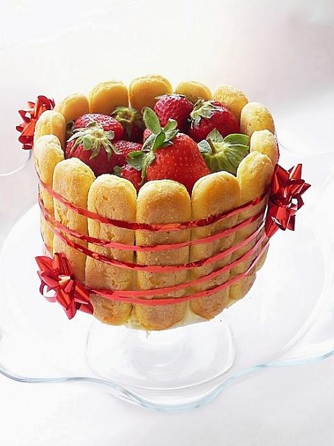 Tort cu capsuni si crema de iaurt | Dulciuri fel de fel