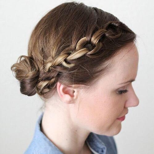 60 DIY Easy Updos für mittlere Haare Es ist lustig, wie es einfach ist, alle Hochsteckfrisuren für mittelstarkes Haar zu finden. Wirklich, das Inter…