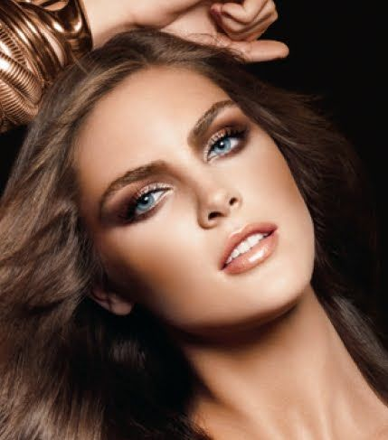 Makeup eyebrows to embellish the look