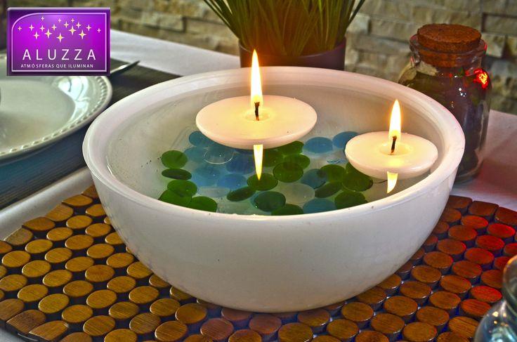 Bowl de parafina blanco con 50 gemas decorativas de vidrio en color a escoger y 1 vela flotante de 8cm de diametro x 3cm de alto color blanco y 1 vela flotante de 5.5cm de diametro x 3cm de alto color blanco.  colores para la gema: rosa claro, morado, azul turquesa, verde esmeralda, negro y transparente.
