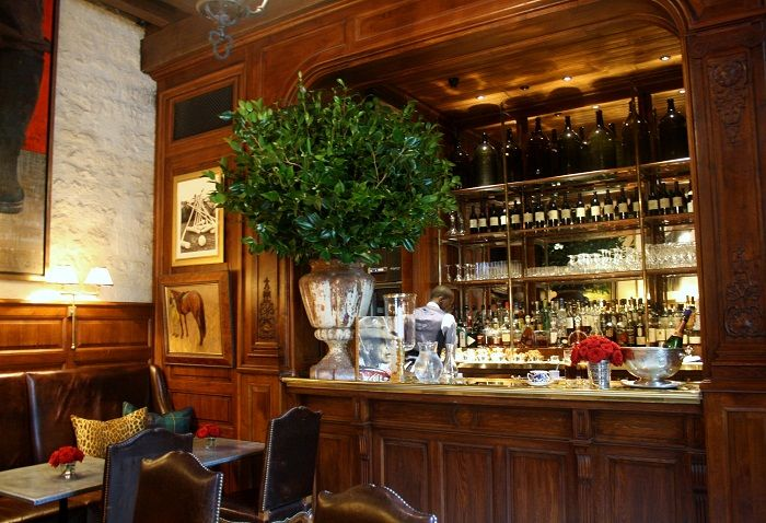 Ralph S Features A Stylish Dining Room Cosy Bar And A Pretty