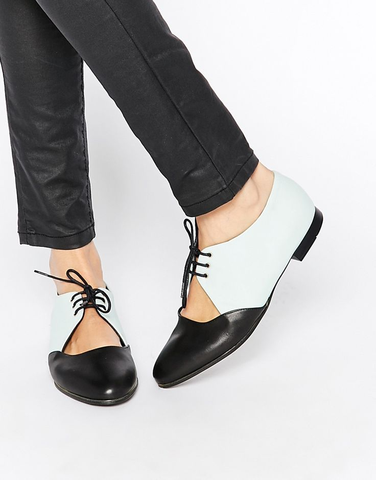 Imagen 1 de Zapatos planos de cuero con diseño calado y cordones de Tasha de…