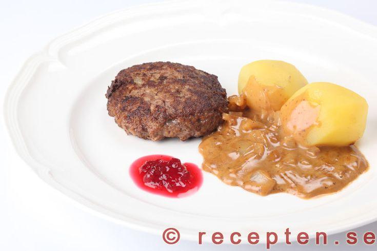 Enkelt recept på pannbiff med löksås. Servera med kokt potatis och lingonsylt. Klassisk svensk husmanskost.