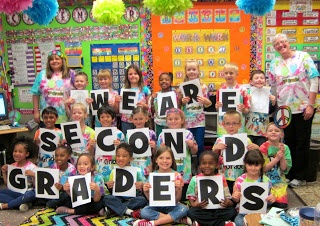 Seusstastic Classroom Inspirations Need to do this but have it say Third Graders!!! LOVE IT!!! Great end of the year picture!