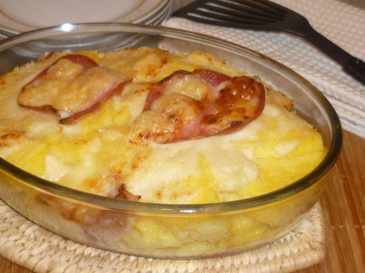 pasticcio di polenta, un primo piatto al forno molto gustoso, una ricetta del riciclo, con formaggio, prosciutto cotto e polenta