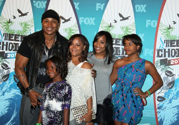 LL Cool J and Nina Simone Smith Photos Photos - Celebrities pose in the press room at the 2010 Teen Choice Awards at the Gibson Amphitheatre in Universal City, CA. - 2010 Teen Choice Awards - Press Room