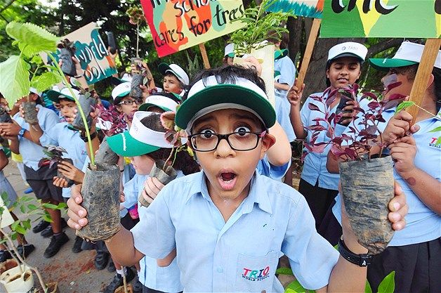 Image: Schoolchildren at a 'Save the Trees' rally to mark World Environment Day in Bangalore, India, on June 5 2014 (© Jagadeesh Nv/EPA)