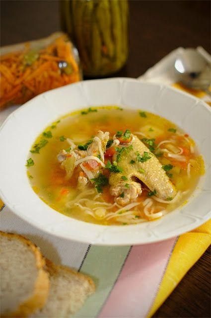 Si daca tot a venit frigul, ce poate fi mai bun decat o supa sau o ciorbita calda ...?! Si unde mai pui daca ai si ceva carnita de pui de ...