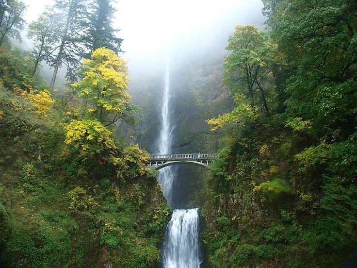 Высокий и живописный водопад Малтнома-Фолс (Multnomah Falls), США - Туристический портал - Мир красив!