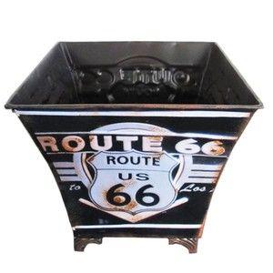 """Com design moderno e requintado a Lixeira Route 66 design inspirado na rodovia norte-americana """"Route 66"""". são altamente resistentes e duráveis, muito práticas sendo portáteis. Esta lixeira, além de super estilosa também possui durabilidade, sendo feita em metal e com detalhes em alto relevo que a deixam ainda mais interessante. Une praticidade, durabilidade e higiene. Podendo encontrar em vários, modelos, cores e temas, para combinar com sua decoração. Confira."""
