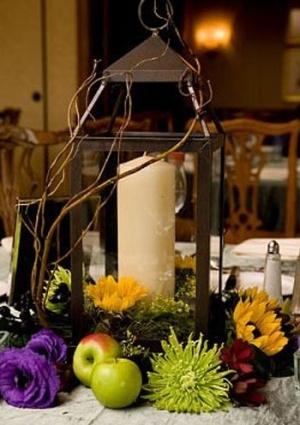 lantern centerpiece by mabel - love the willow, purple & spider mum!