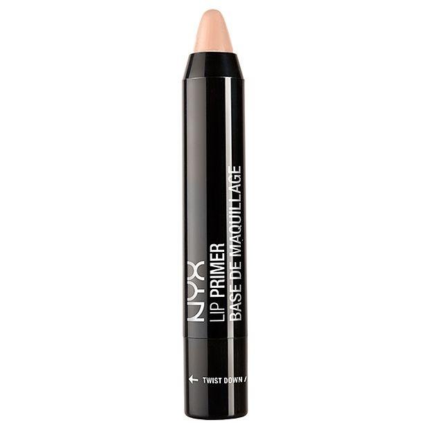 Δημιουργήστε τον τέλειο καμβά στα χείλη σας με το NYX Lip Primer Twist Up Pen! Σε μορφή μολυβιού, ενισχύει την υφή και το χρώμα του κραγιόν, κάνοντας το χρώμα να διαρκεί περισσότερο και να μη ξεφεύγει από τις γραμμές. Σε φυσική, nude απόχρωση μπορεί να συνδυαστεί με όλα τα χρώματα κραγιόν ενώ