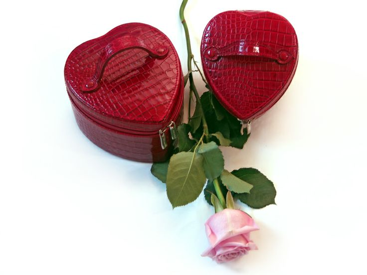 #Valentine's Day #CepiPelletterie #Love #Leather #Heart #Jewelbox    http://www.cepipelletterie.com/shop/it/cerca?tag=San+Valentino