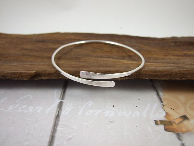 Sterling Silver Simple Hammered Bangle, Adjustable Fit, Wrap Bracelet – jewellery