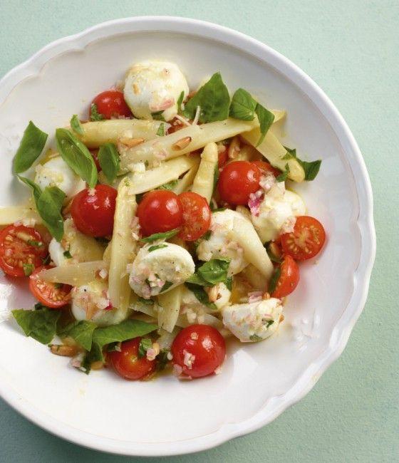 Hat alles was ein guter Salat braucht: viel Gemüse, würzige Kräuter und eine herrliche Vinaigrette