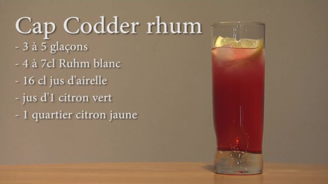 Jus d'airelles, citron vert et rhum blanc... Un mélange délicieux ! Découvrez comment faire un cocktail Cap codder au rhum.