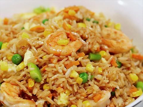 Justine and Rev Run use leftover rice and veggies for shrimp fried rice.