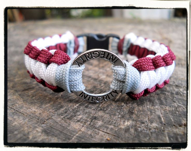 Handmade item                             Material: 550 paracord                                                          Ships worldwide from United States