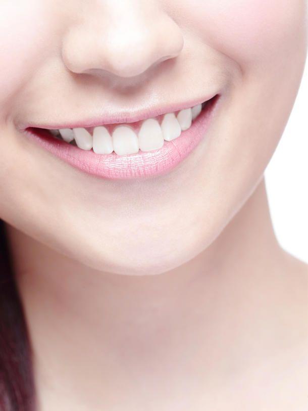 Mit zwei Zutaten kannst du deine Zähne ganz natürlich bleichen