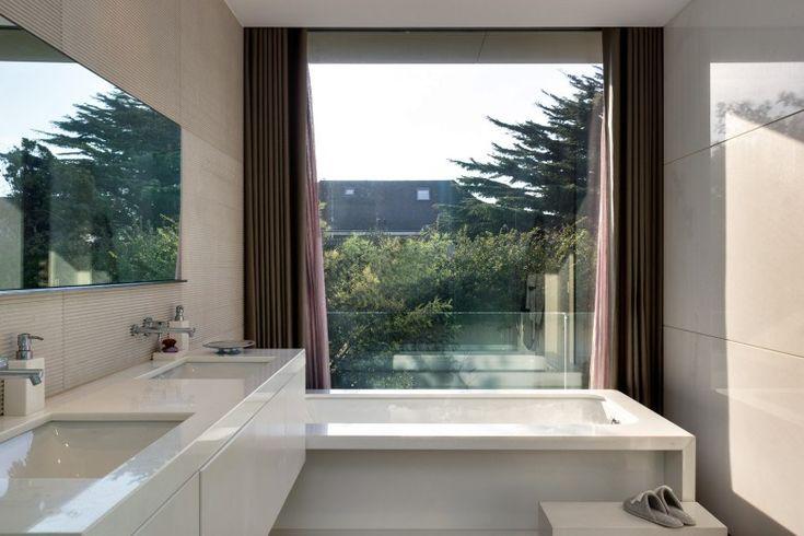 Como ter uma CASA DE BANHO organizada? // Por mais pequena, estranha ou desajeitada que seja a sua casa de banho, pode sempre torná-la funcional e bonita - basta seguir estes passos simples.