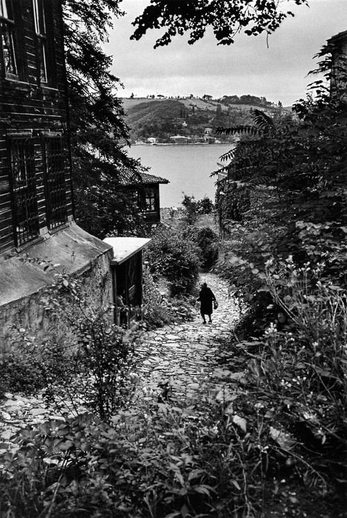 rumelihisarı, sariyer, 1962  photo by ara güler, from ara güler's istanbul  ***please don't repost this as your own