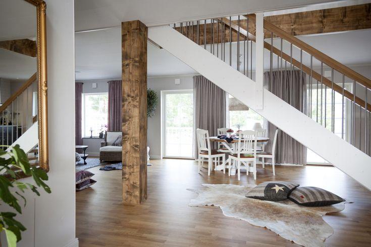 – Vi ville ha ett hus i New England-stil, säger Låtta Nilzon om sitt Solid 194 utanför Gävle. Den symmetriska fönstersättningen och rymden på …