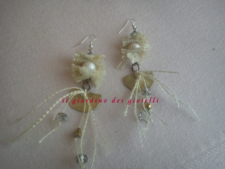brass earrings, fabric jute, pearls and crystals