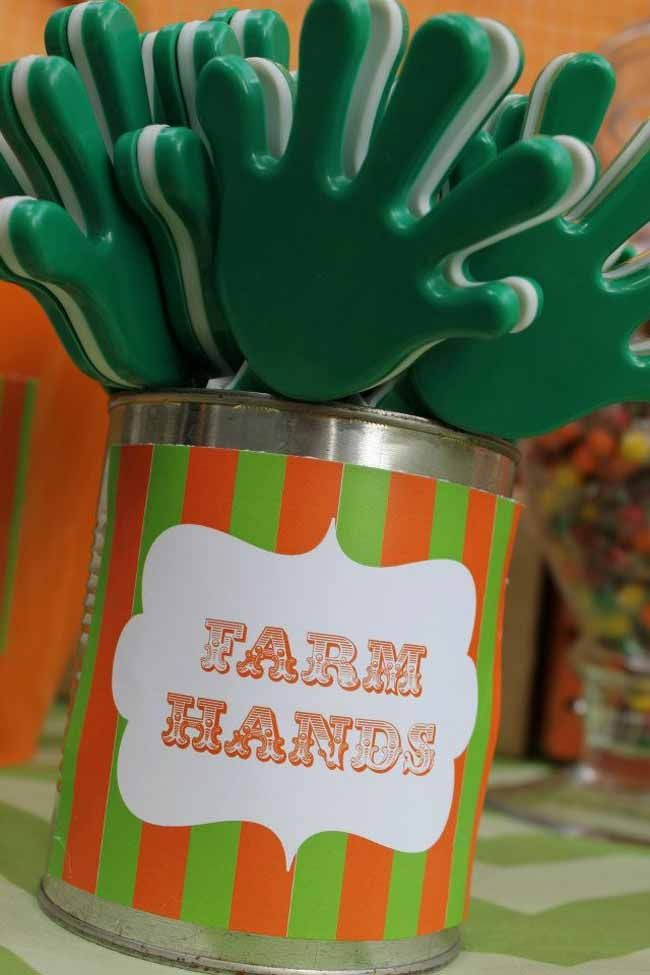 A super cute and inexpensive party favor for a barnyard birthday party, cowboy or cowgirl theme, and more! - from Dot and Dash Parties