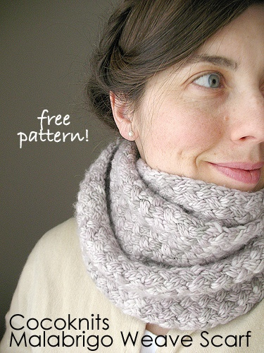 What a really nice woven texture in the cocoknits Malabrigo Weave Scarf. #freepattern #knitting