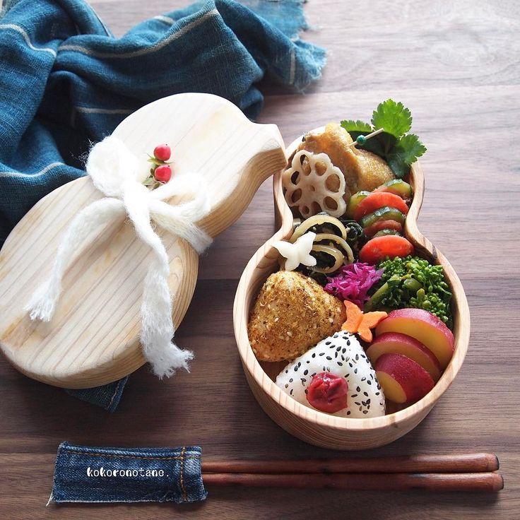 Today's  bento.  1.肉団子入り巾着煮 2.ほうれん草と玉ねぎの中華ソテー 3.菜の花のお浸し 4.人参と胡瓜の梅おかか和え 5.さつま芋のレモン煮 6.紫キャベツのマリネ 7.れんこん・大根・人参の甘酢漬け 8.おにぎり2種(カレーふりかけ・梅ごま)