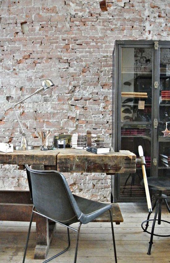 Bakstenen muur | Wooninspiratie bijv. verkrijgbaar via Raw Materials - Rozengracht - Amsterdam