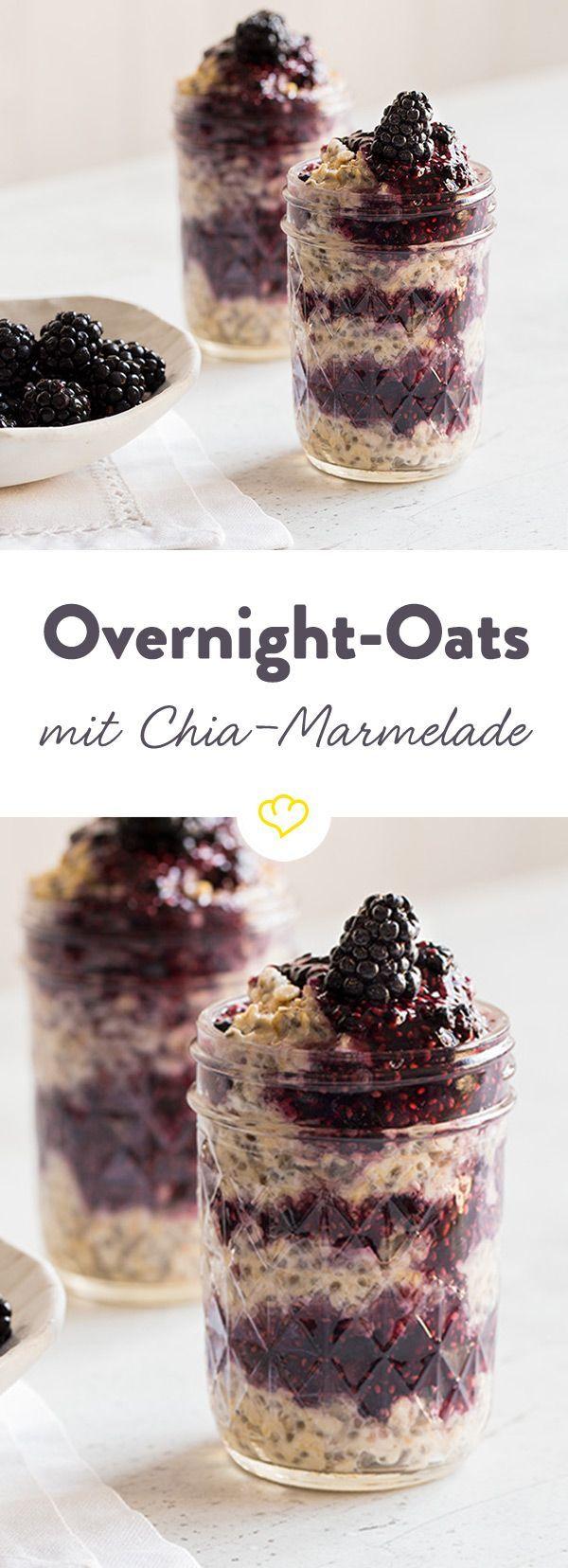 Haferflocken mit Chia-Samen sind der Schlüssel zu einem ausgewogenem Frühstück. Die dunklen Brombeeren sorgen für die nötige Süße.