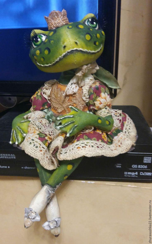 Купить Лягушка. Текстильная кукла. - зеленый, текстильная кукла, грунтованный текстиль, лягушка, лягушка в подарок