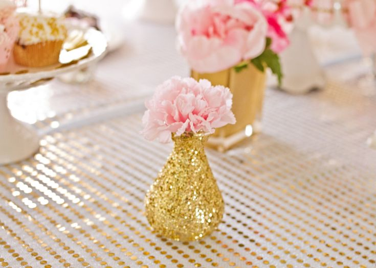 Gold Glitter Vase - super-easy DIY and what a fab pop to this tablescape!Gold 2Nd, Glitter Vases, Birthday Parties, Gold Birthday, 1St Birthday, Parties Ideas, 2Nd Birthday, Birthday Party Ideas, Bridget Pink