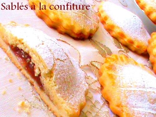 Voiçi la recette de ces petits sablés fondants à la confiture c'est tres délicieux comme résultat et fondant à la bouche comme on aime, une recette facile et rapide. Ingrédients - 500 g de farine - 250 g de beurre mou - 2 jaunes d'oeufs ( ou 1 oeuf et...