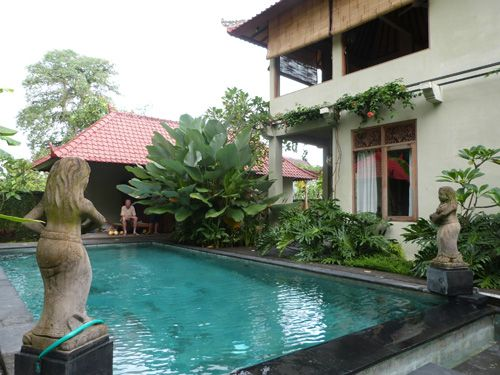 Free till 1 november .Pool Villa house for rent in Ubud Bali for your holiday. Villa Sirig For 1 week 350 euro - 50 euro a night. For 1 month 45 euro a night. Villa with swimmingpool. Contact us ubudroom@hotmail.com (English , Nederlands or bahasa )