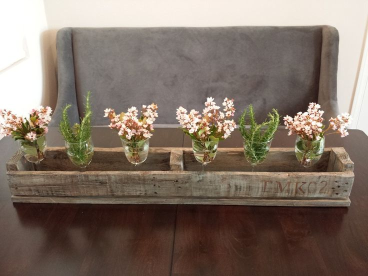 Stenciled rustic pallet centerpiece. Used grey washing and dry brushing techniques to created rustic look. #pallet #palletupcycle #palletideas #palletprojects #palletcenterpiece #rusticcenterpiece #DIYpallet #upcycle #countrylane.tistory.com