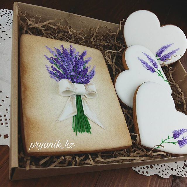 всегда актуальная лаванда☝ и безупречно белые, ровненькие сердца открытка 15сm, сердечки 10сm . выбрать на день рождения #pryanik_kz_др . выбрать сердца  #pryanik_kz_сердца . выбрать маме #pryanik_kz_весна . для заказа  whatsapp 8 777 344 30 99 . минимальный заказ любой www.pryanik.kz .