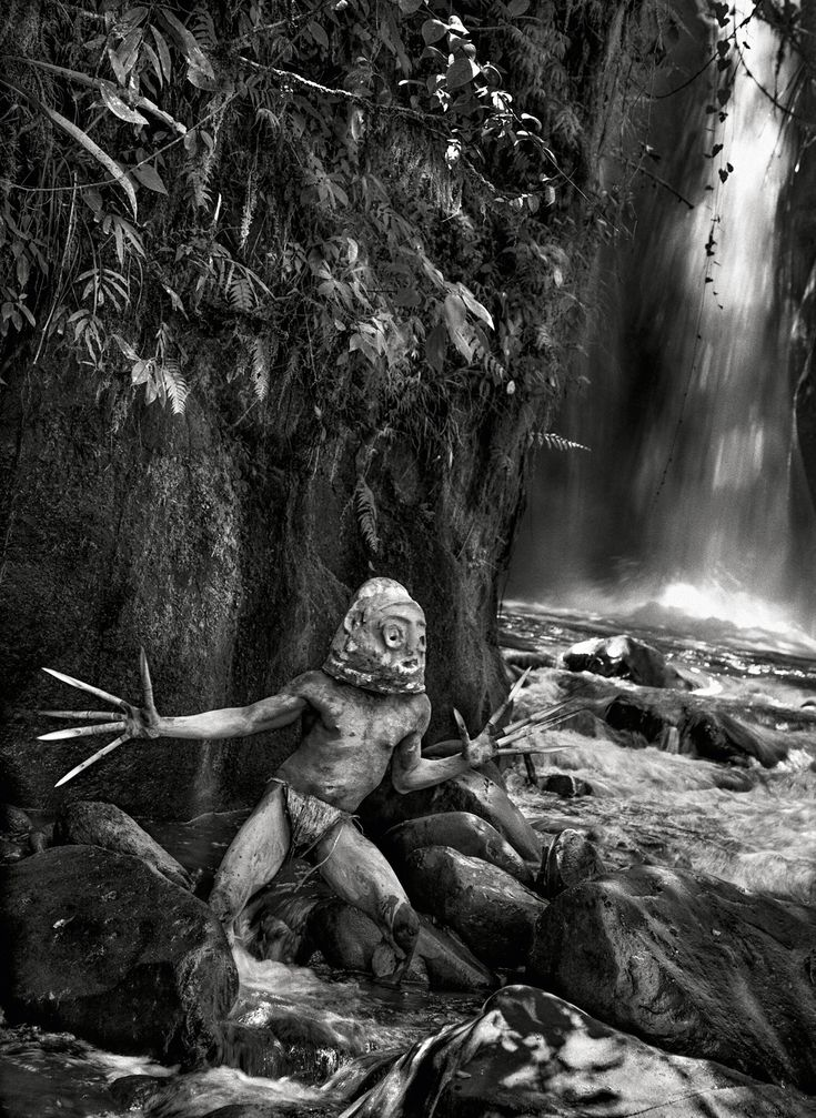 Homem vestido para o festival de Sing-Sing, em Mount Hagen, Papua Nova Guiné (2008). Anualmente, em agosto, a festa reúne tribos de todo o país - See more at: http://bravonline.abril.com.br/materia/viagem-as-origens-do-mundo#sthash.kHyDJ7ml.nGQYvxmL.dpuf