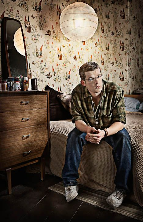 Russell Tovey (and his charming Gnome wallpaper) -- I want that Gnome wallpaper!  It's my favorite.  Also wouldn't mind having that lantern, and alright, I'd hang a print of this somewhere.  I love George.